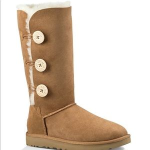 UGGS tall boot with buttons